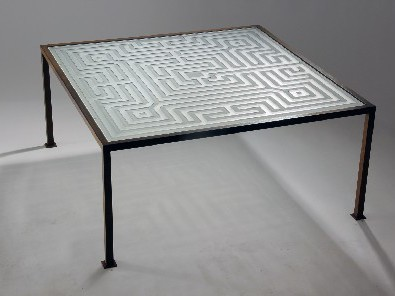 Sandgestrahlter Glastisch Labyrinth